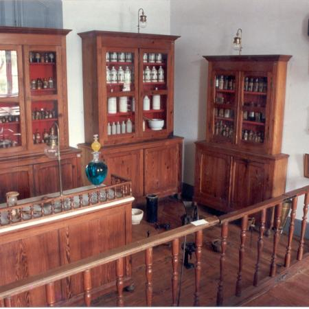 Disposição da Farmácia Magalhães Gomes no 1º Andar.